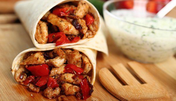 Hähnchen-Tortilla mit Joghurt